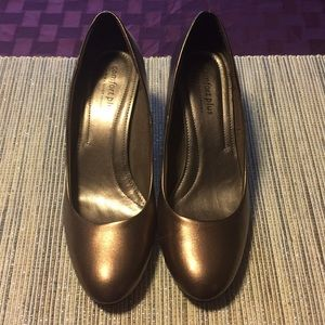 Shoes - Bronze Rounded Toe 11 (US) Heels